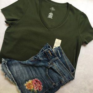 SUMMER OUTFIT BUNDLE! v neck top + denim shorts!